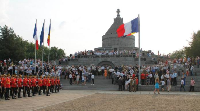 ceremonia militară şi religioasă desfăşurată la Mausoleul Mărăşeşti