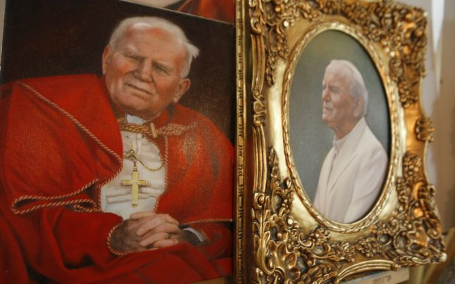 popa-s_picteaza_pentru_vatican