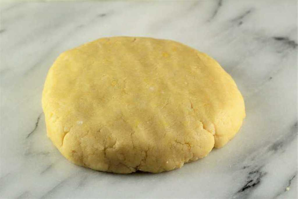 dough for sicilian ricotta pie in a disk shape