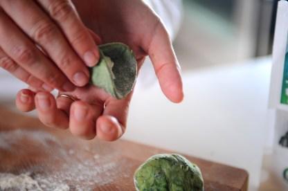 gnocchi all'alga spirulina ripieni di burrata