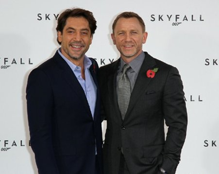 Polémica por una escena homoerótica en 'Skyfall' entre Daniel Craig y Javier Bardem