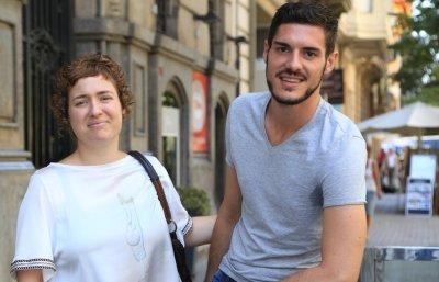 Barcelona.  Joan Francesc Cardona, un jove acusat d'agressió sexual que nega els fets perquè és homosexual, entre altres contradiccions.  Lourdes Cardona i Joan Francesc Cardona