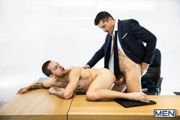 Sexo sobre el escritorio 8
