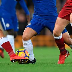 El drama de un futbolista gay de la Premier League que tiene miedo de perderlo todo por la homofobia
