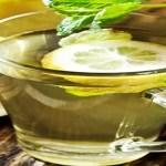 Benefícios de beber água morna com limão de manhã. Aprenda!