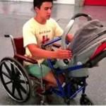 Jovem de 16 anos cria cadeira de rodas especial para que mãe com deficiência possa transportar o seu bebê