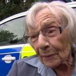 Idosa de 104 anos finalmente realiza o sonho de ser presa