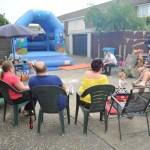 Moradores fazem churrasco para comemorar mudança de vizinha problemática