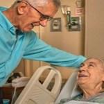Homem de 84 anos doa rim pra vizinha de 72