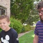 Um professor adotou aluno órfão para ajudá-lo a conseguir transplante de rim