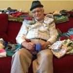 Idoso de 86 anos tricota gorrinhos para bebês prematuros de UTI em seu tempo livre