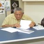 Idoso alfabetizado aos 85 anos, lança livro de poesia
