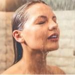 Estudo diz que tomar um banho quente queima tantas calorias quanto uma caminhada