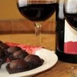 O chocolate e vinho tinto ajudam no combate às rugas e mantém a pele jovem, diz pesquisa