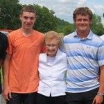 Quatro jovens salvam idosa de casa em chamas