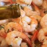 Aprenda a fazer esta deliciosa receita de camarão com alho e vinho branco