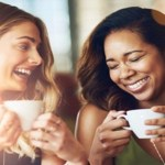 Tomar um café com uma amiga é a melhor terapia contra o estresse da vida cotidiana