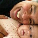 Maurício Mattar posta foto com filha de três meses em rede social