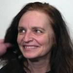 Que transformação! Mulher surpreende marido com cabelo loiro e curto, depois de ser morena por mais de 20 anos