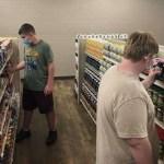Escola secundária abre mercearia para alunos e aceita boas ações como forma de pagamento