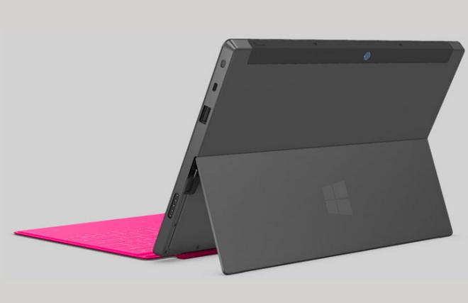 Microsoft 自社開発のタブレット「Surface」はなんと背面にスタンドがあり、自立可能!