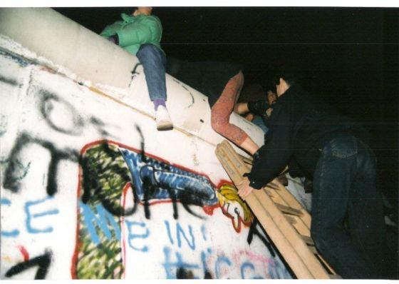 Berlin-muren falt i 1989. Foto: Gavin Stewart/Flickr