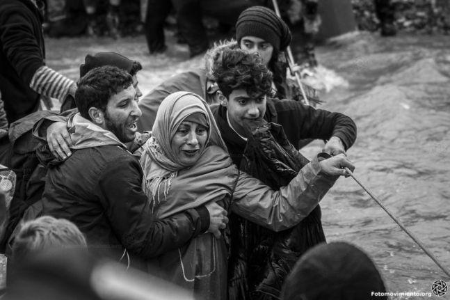 Flyktninger på grensen mellom Hellas og Makedonia. Foto: Fotomovimiento