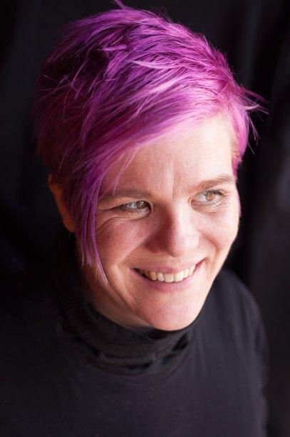 Serietegner, kunstner, aktivist og forfatter Kate Evans. Foto: Megan Byrd