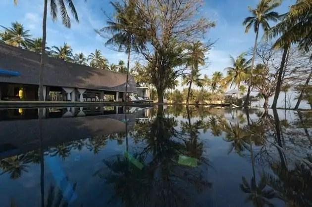 Tropical-Indonesia-Villa-Sapi-by-David-Lombardi-10