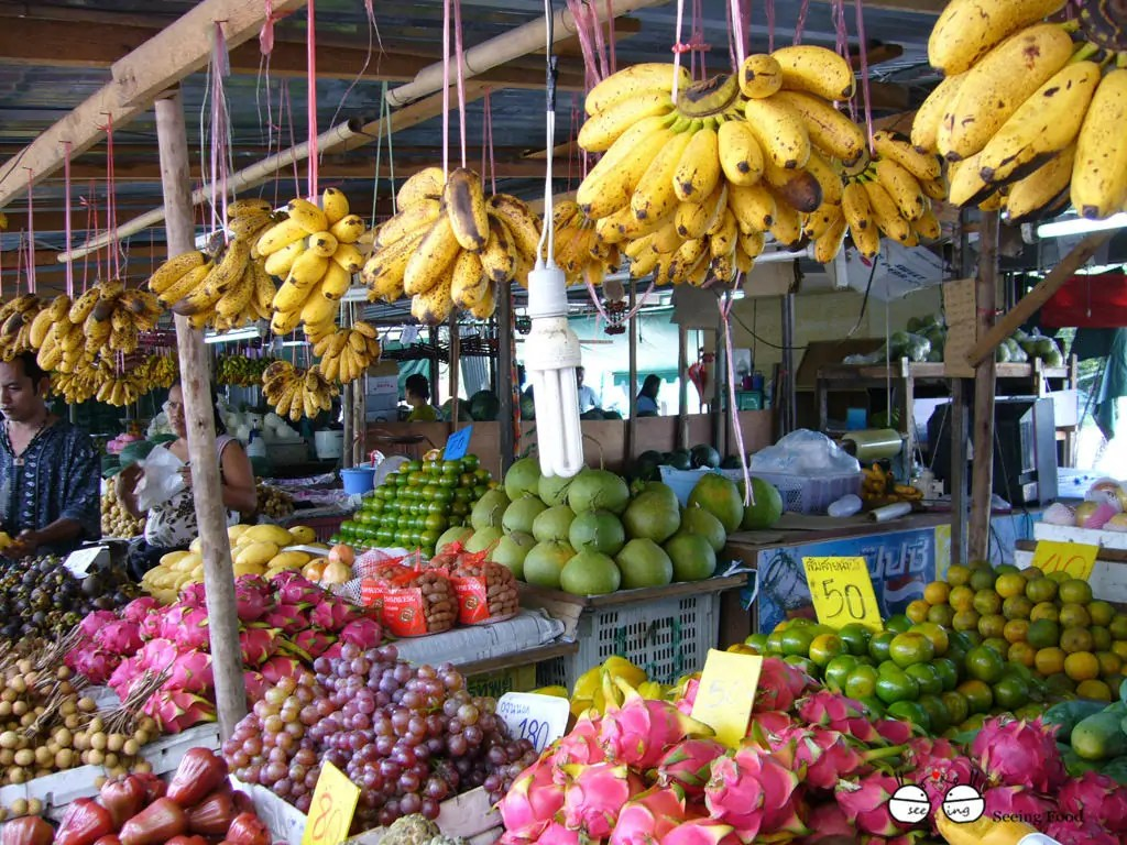 thailand-phuket-street-market-fruit