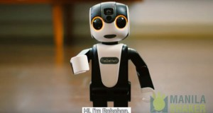 robohon smartphone and robot with emotions projector (4 of 14)
