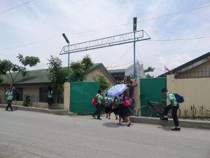 Die Antonio Esguerra Memorial National High School in Taytay City wird von maninoy unterstützt.