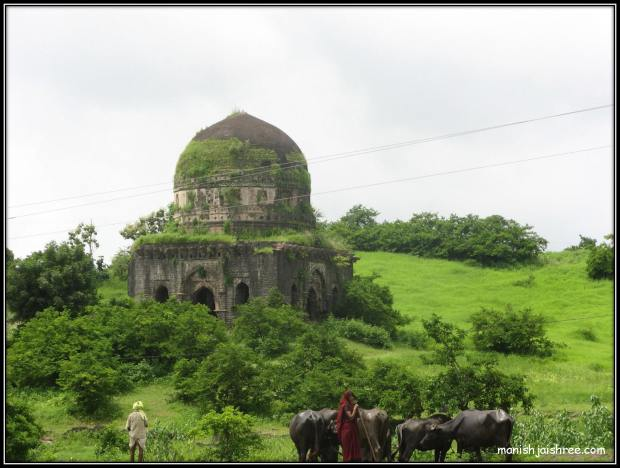 Greens, Monuments: It is Mandu