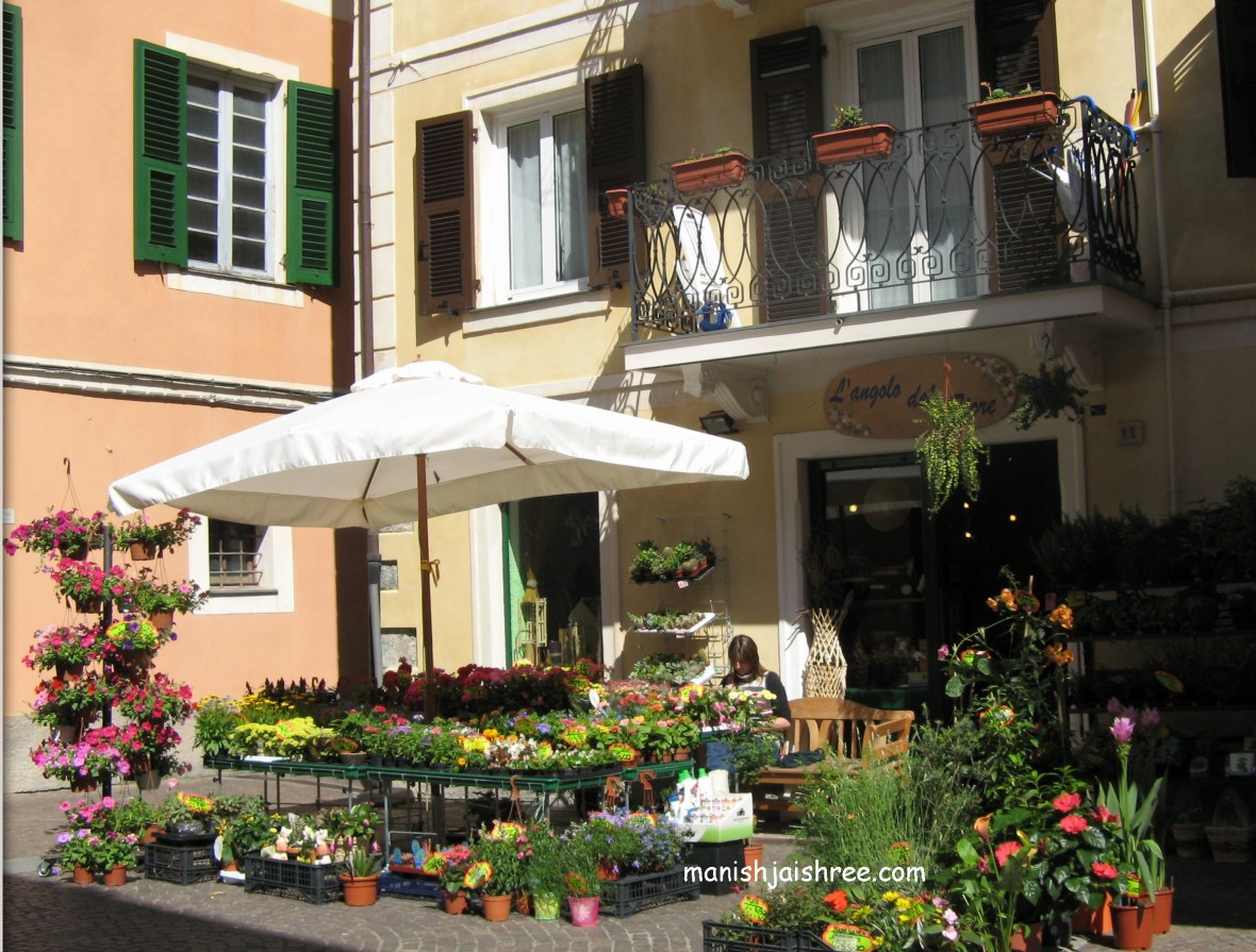 A flower seller in Piazza