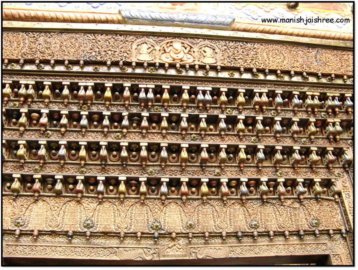 Wood work on Chaukhat