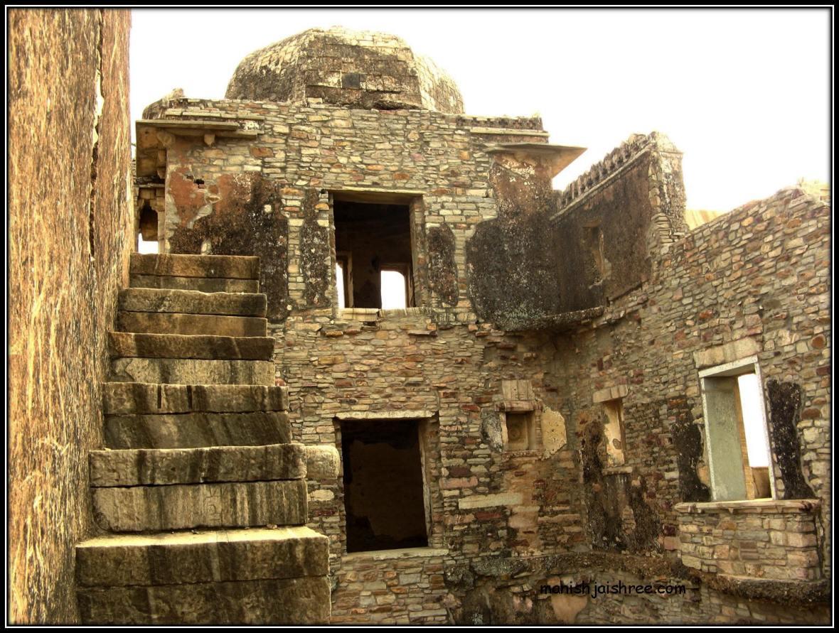 Impressive ruins of Kumbha Mahal