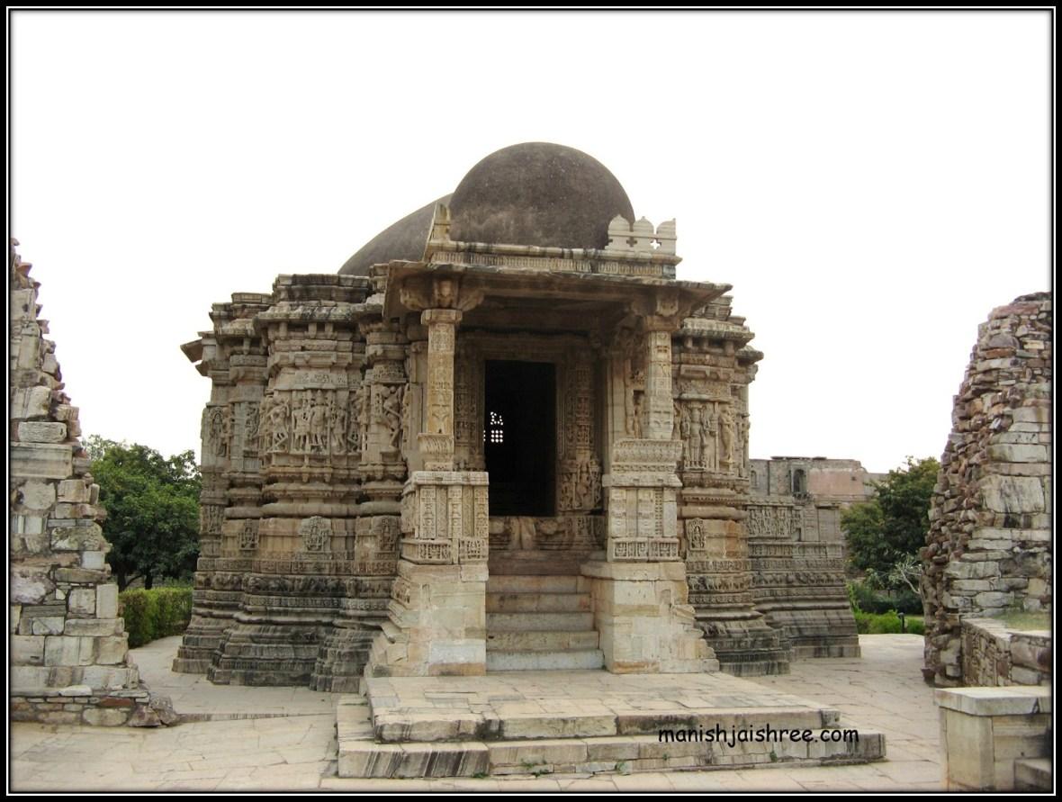 Shringa Chauri- A Jain temple; Banveer built a massive wall around it.
