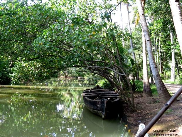 A solitary boat @Munror Island