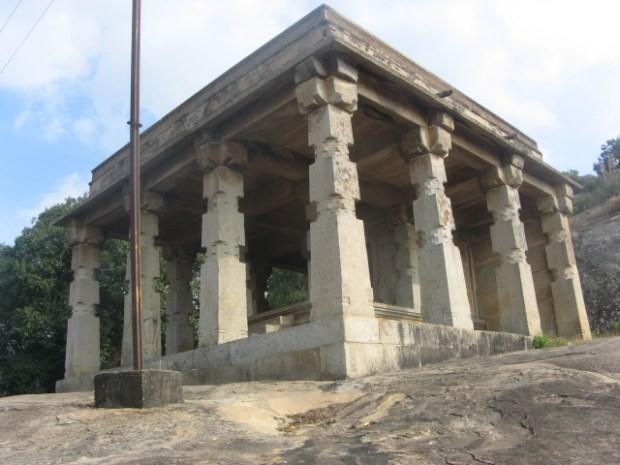 Twenty-four pillar hall, Chennanna Basti, Shravanabelagola