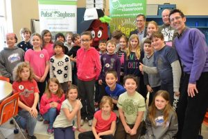 Students at Ecole Tuxedo Park welcome Kid Bean
