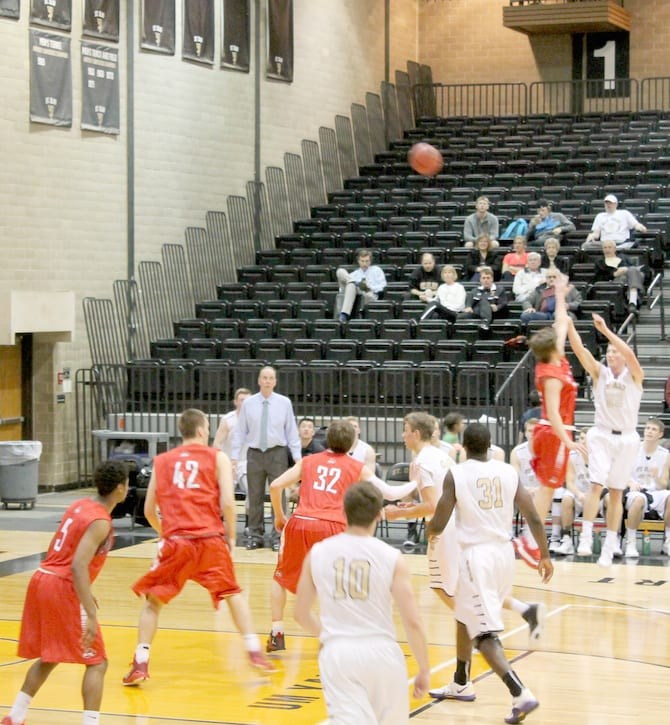 Ole basketball dominates Cardinals: St. Olaf records important MIAC victory with a 68-40 win