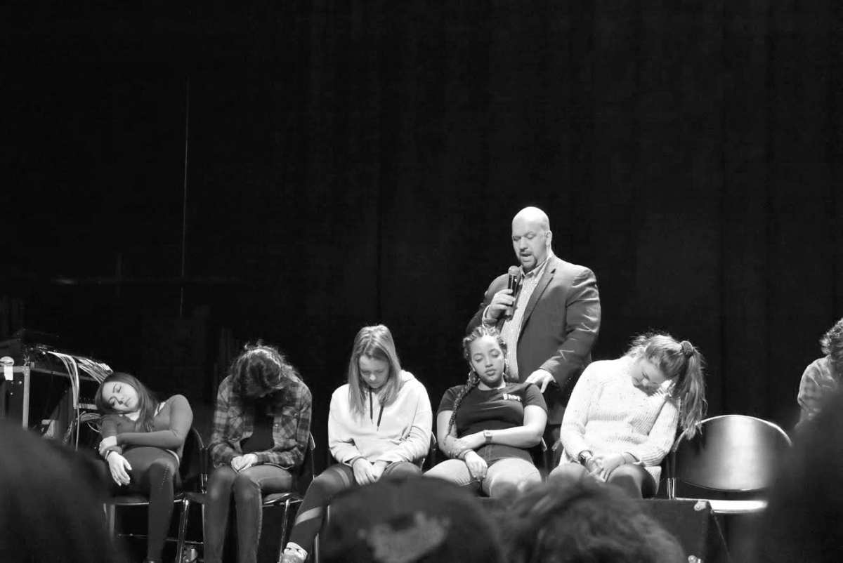 Hypnotist entertains with throwback show