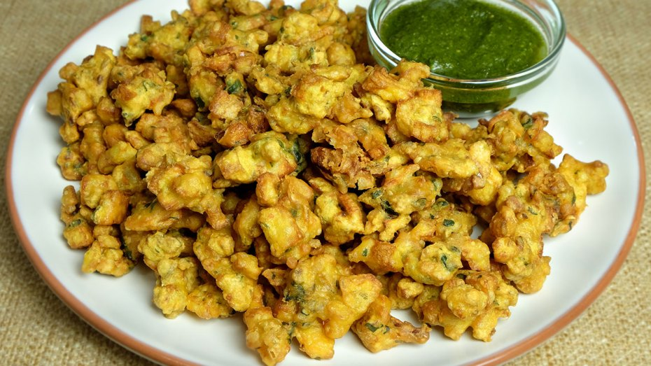 Crispy Aloo Pakoras Recipe by Manjula