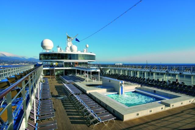 outdoor-wellness_sw-pool-mumbai-to-maldives-cruise