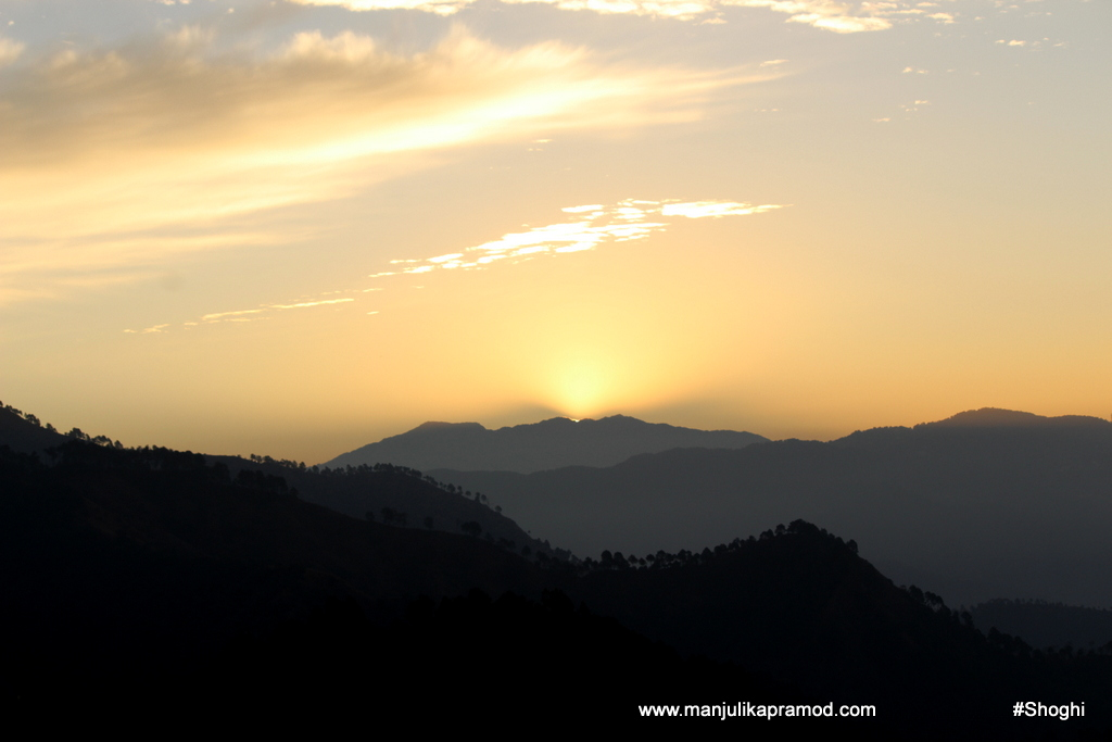 Picture of the sun behind the hills, Shoghi