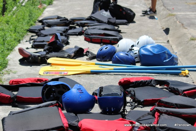 Pick your gears - River Rafting