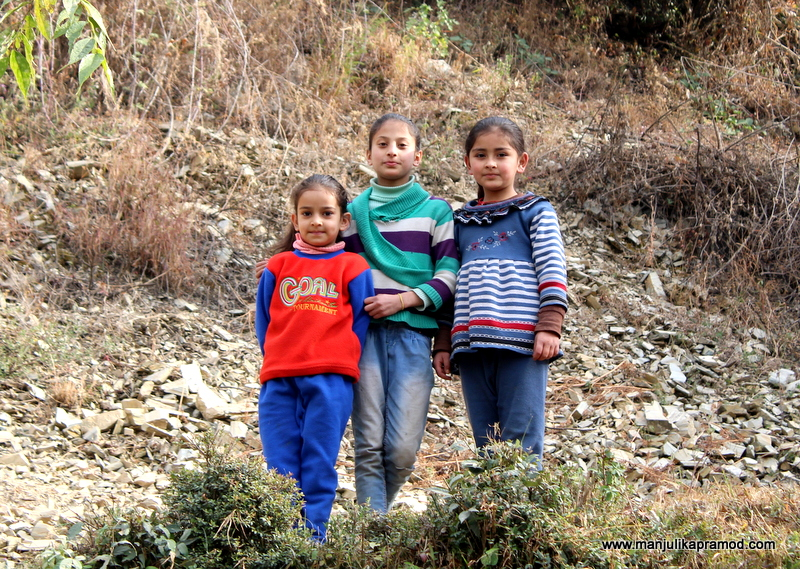 Nature trail in Shoghi, 3 little girls