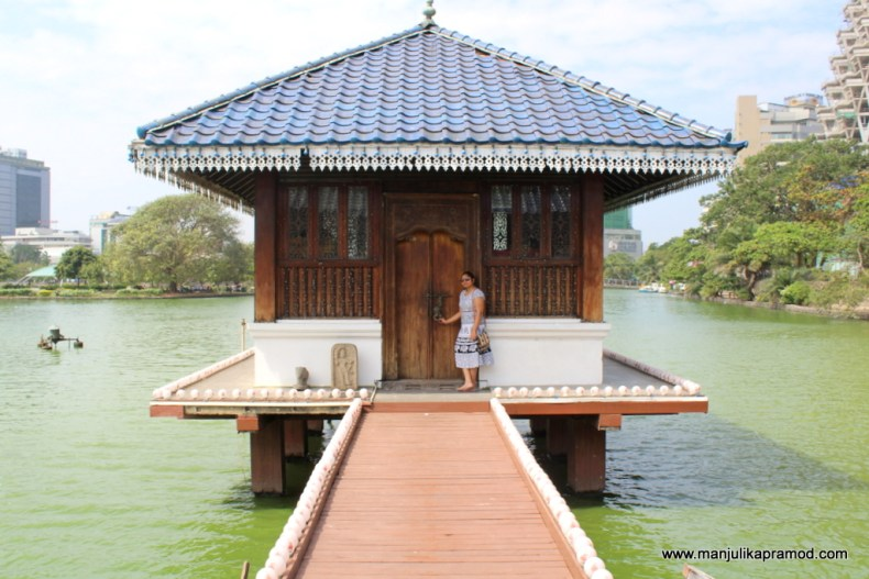 Temples of colombo, Beira lake