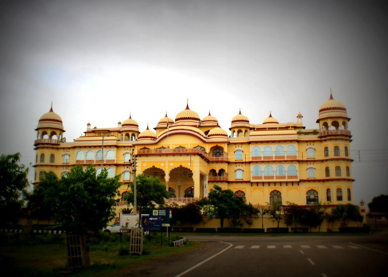 Noor Mahal, review of Noor Mahal