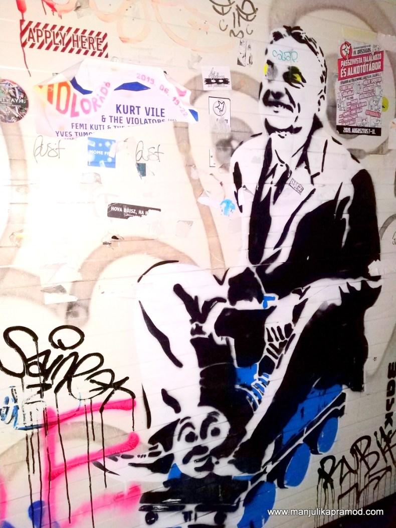 Street Art in Budapest kept me entertained